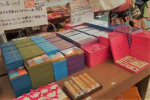 ダナンの日本人が経営するお土産雑貨店ホアリー