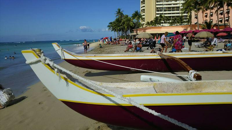 ビーチにある舟